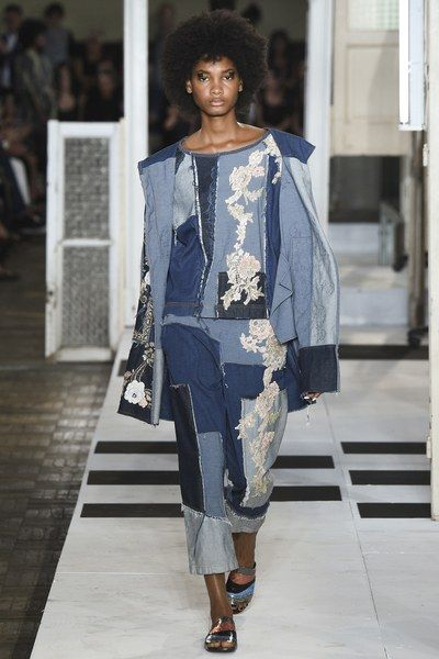 View the complete Antonio Marras Spring 2017 collection from Milan Fashion Week.