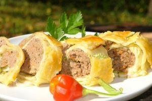 Blätterteig Hackrolle - find German recipes in English on www.mybestgermanrecipes.com