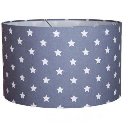 La suspension de la marque Little Dutch apporte lumière et couleur dans la décoration de la chambre du bébé.