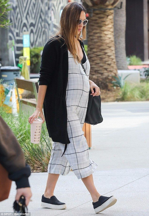 Jessica Alba Wore Comfortable Slip On Shoes To Work With Images