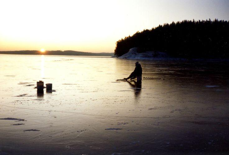Ijsvissen in de winter.  Icefishing.
