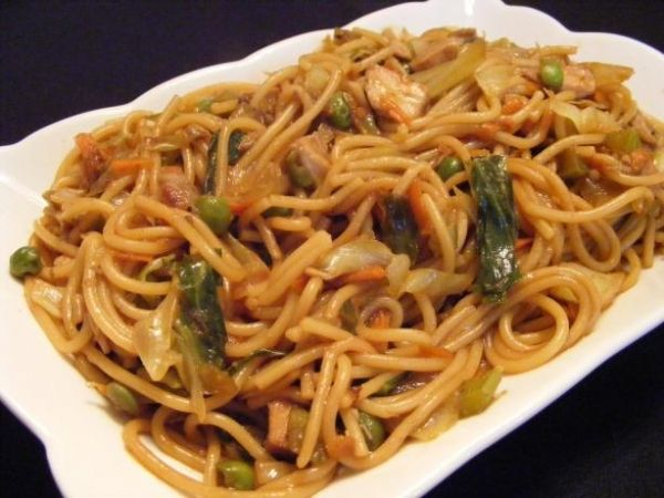 Easy Chicken Lo Mein - 15 Easy Dinner Recipes for Two to Wow Your Man ... | All Women Stalk
