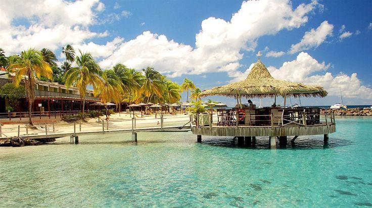 « The Caribbean Travel Awards 2015 » : le bar de l'hôtel Bakoua en Martinique récompensé