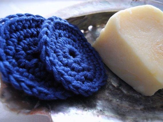 Set da 2 dischetti viso scrub blu in 100 cotone idea by MilaNYarns, €2.00