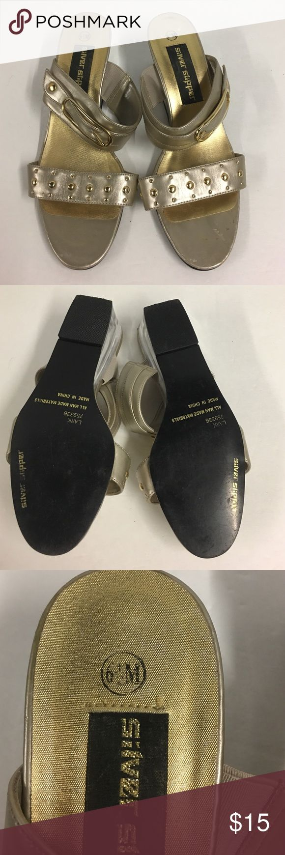 👠Silver Slipper Slide Sandal 6.5M 👠Silver Slipper Slide Sandal 6.5M. Pretty gold with clear chunky heel. In great condition! Silver Slipper Shoes Sandals