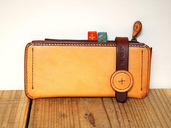 Hoppendakkoの代表格とも言える遊びごころたっぷりのデザインの長財布パニーノ。パニーノ(サンドイッチ)の名前の通りパンのように美味しそうな色、ボーネ。...|ハンドメイド、手作り、手仕事品の通販・販売・購入ならCreema。