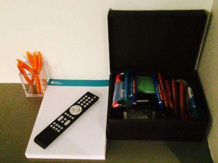 Kouluttajan tarvikelaatikko plus muistiinpanovälineet. Hyvä!