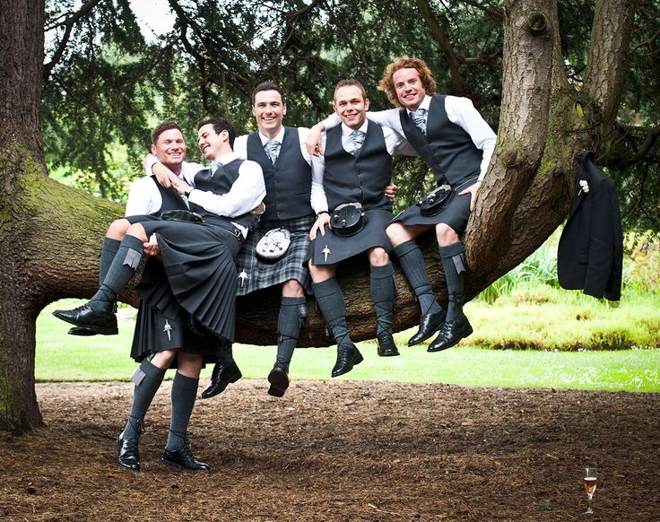 Gotta love #scottishwedding #kilt #blackkilt #groom #bestmanoutfit #scottishkilt #bridetobe #brides #wedding