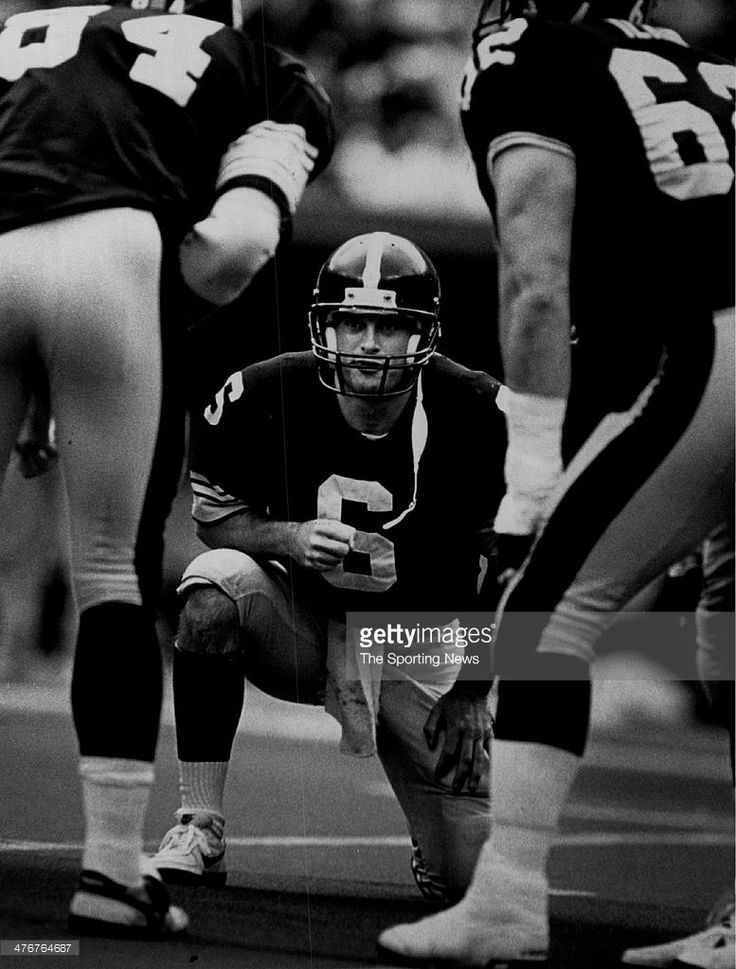 Bubby Brister #6 of the Pittsburgh Steelers 1989 Brister played for the Steelers from 1986-92.