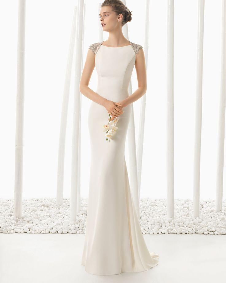 DEMOS vestido de novia en crep con adorno de pedrería.