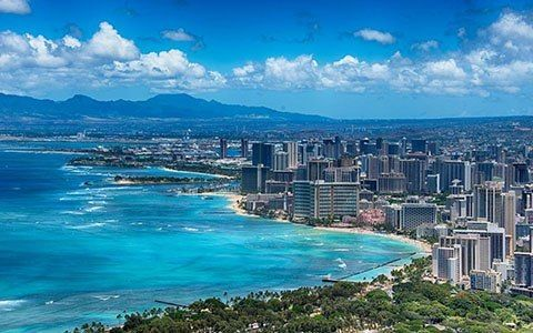 Waikiki Beach, Hawaii-Located a 5-minute drive from Mangel Halto Beach, Zense Vacation Rentals offers a swimming pool, a hot tub and a patio with barbecue facilities. Each apartment features tropical garden views