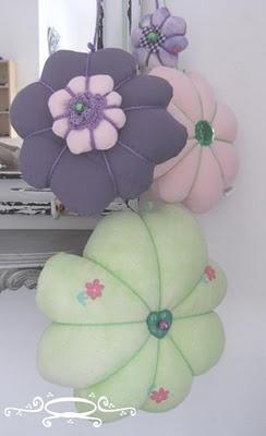 Een leuke opdracht: Bijpassend aan de kleuren van haar kamer: Paars blouse, lime dekbed en roze poloshirt.