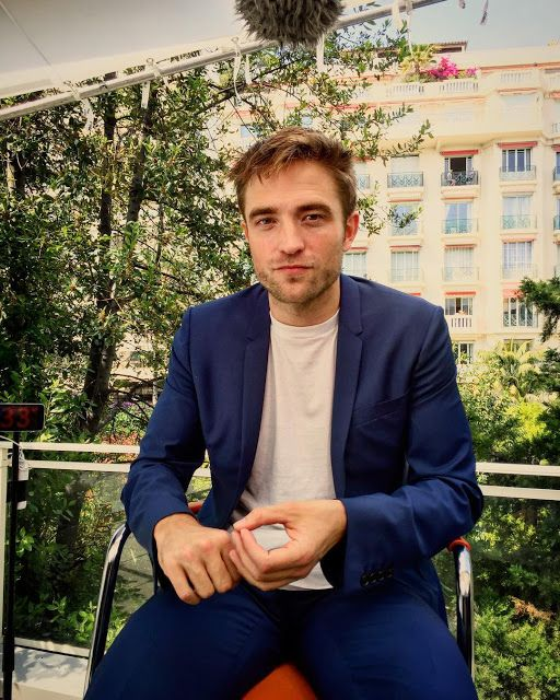 Pattinson Art Work: Robert Pattinson posing with/for Journalists during 'Good Time' Cannes Press Junket