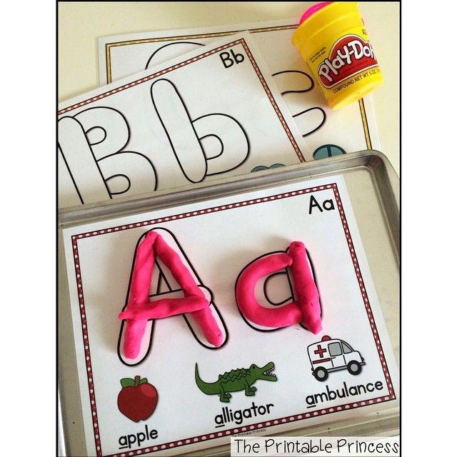 Немного фантазии и наглядные пособия, которые при желании можно смастерить самим. И изучение букв, цифр, дробей и простейшей арифметики станет таким увлекательным с пластилином Play Doh  Одновременно развивается и мелкая моторика, и логика, и цветовое восприятие. Никогда еще скучные буквы не были такими яркими и интересными, а обучение - увлекательным!