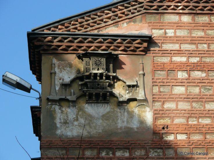 burada istanbul var: İstanbul'daki Kuş Evleri ve Kuş Sebilleri-Seyyit Hasan Paşa Medresesi Üzerindeki Kuş Evi