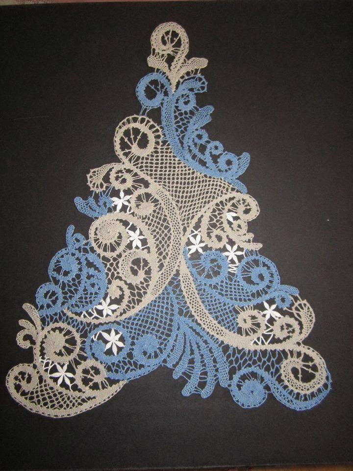 Arbre de Noël en dentelle aux fuseaux réalisé par une de mes anciennes prof du Puy en Velay