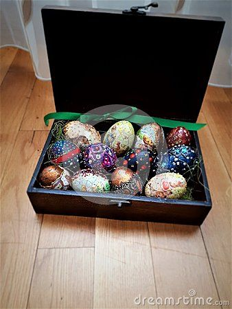 I decorated easter eggs with traditional designs, spear. Dyed in bright colors: blue, copper, gold, yellow, green, red. Presented in a vintage wooden box.