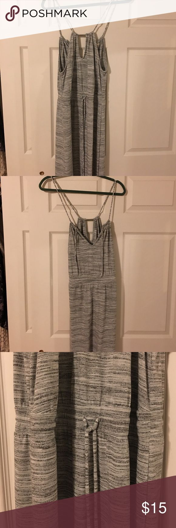 Banana Republic grey heather strappy maxi dress Long, heather grey/white maxi dress. Has a tie at the waist to give you more shape. Shoulder straps are adjustable. Great condition, wore maybe twice. Has modest slits at the bottom. Banana Republic Dresses Maxi