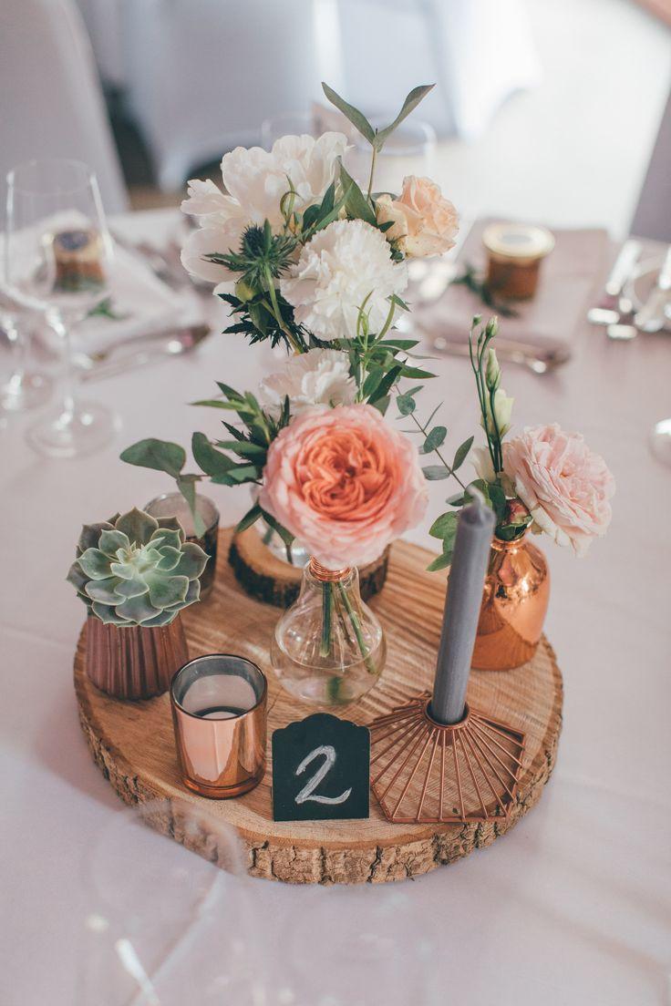 Hochzeit Tischdeko Kupfer mit Sukkulenten l Hochzeit Gut Hohenholz l Foto: Jeann…