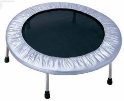 ATHLETIC24 97 cm - trampolina domowa srebrna. Świetna trampolina o zewnętrznej średnicy 97 cm - doskonała do ćwiczeń dla dzieci i dorosłych. Średnica maty do odbić 72,5 cm. Osłona sprężyn w kolorze srebrnym.   #trampolina #trampoliny #athletic24 #trampoline #trampolines #fitness #trampolinadomowa #trampolinafitness