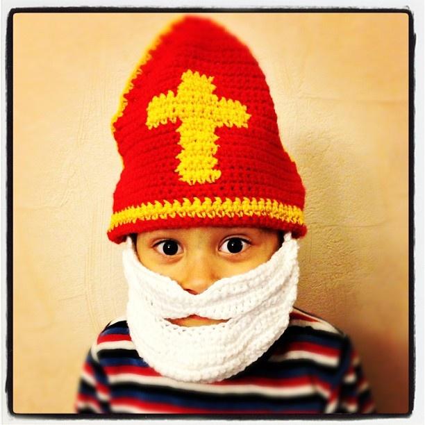 Gehaakte mijter met gehaakte baard / Sinterklaas / 5 dec / crochetk leuk, maar wel veel werk als je er een paar wil maken :-)