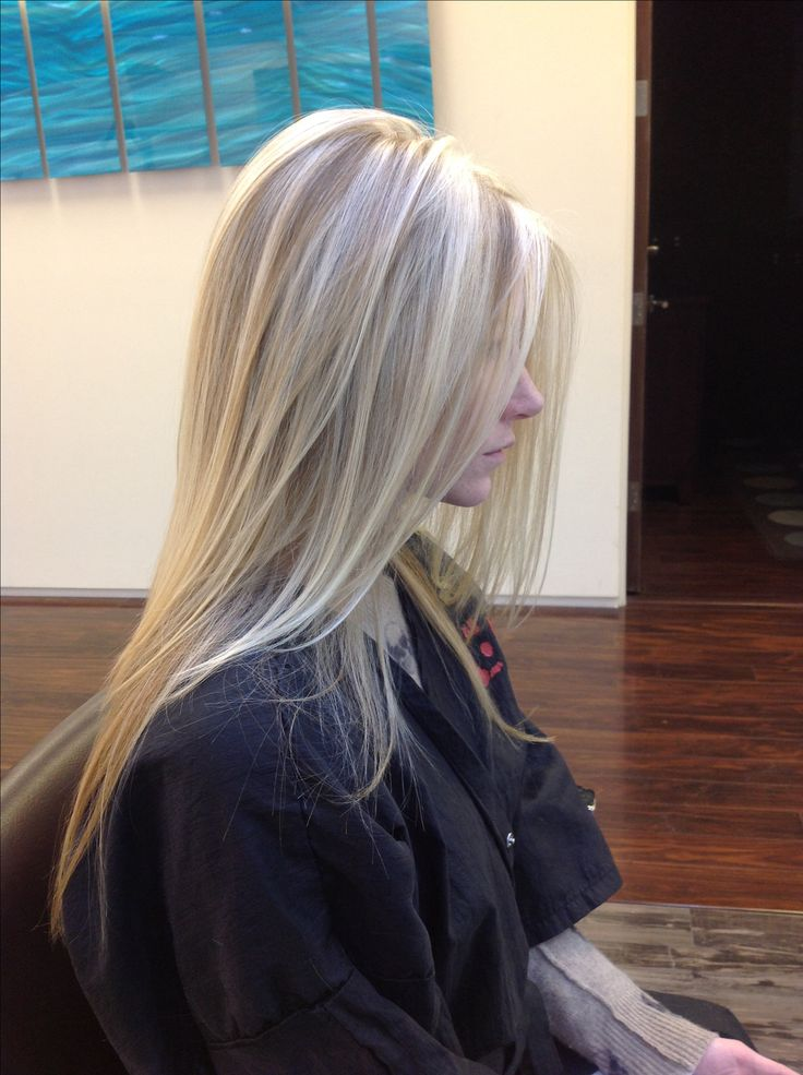 Blonde pattern matching highlights using the client's natural color as the lowlight with a long layered cut. By Andre Aronica @ Dre's Hair Salon & spa Scottsdale, AZ