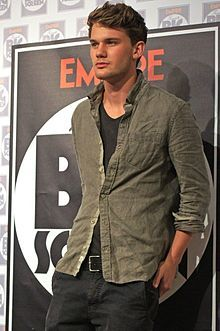 Jeremy Irvine. Despite Arie, this is him. FUTURE HUSBAND.