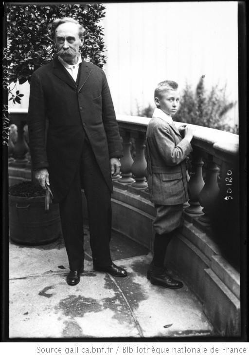7-6-13, Mr Peary explorateur [avec son fils] : [photographie de presse] / [Agence Rol] - 1