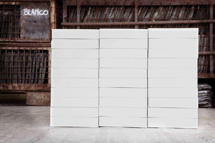 Blanco   Heylen Trading:   de witste niet geglazuurde steen?  Het lijkt alsof er een extra laagje op voor en zijkanten is aangebracht.
