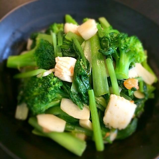 小松菜に含まれるカルシウムとビタミンKでしっかりとした骨に - 22件のもぐもぐ - 小松菜とシーフードミックス中華炒め【タウリン豊富なシーフードミックスと、抗酸化力の高いニンニクで疲労回復】 by g2__