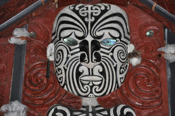 La sculpture Maori / Maori wood carving