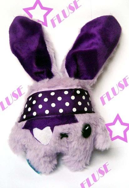 Fluse Bunny- Kaninchen  aus hochwertigem Kuschel -Plüsch in Lila-Flider mit Stirnband und Augenklappe (fest angenäht!)! Einzelstück!Unikat! Nach eigen