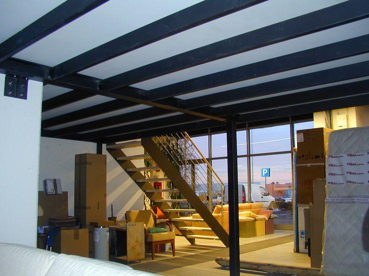 Soppalco con struttura in ferro e scala per interni con doppia struttura laterale in ferro e - Struttura in ferro per casa ...