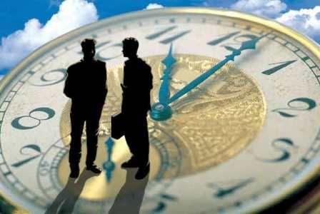 A munkáltató köteles nyilvántartani a munkavállalók rendes és rendkívüli munkavégzésével, ügyeletével, készenléti szolgálatával kapcsolatos adatokat. Ezt a szabályt azonban nem kell alkalmazni, ha a munkavállaló munkaideje beosztását vagy felhasználását maga jogosult meghatározni [Mt. 192. §., 140/A. §].