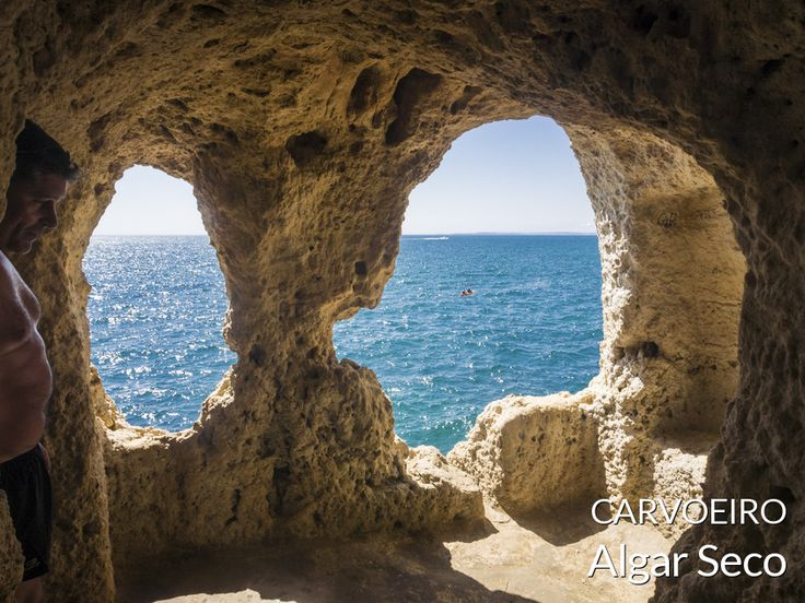 O Algar Seco é um local litoral perto do Carvoeiro onde podemos observar e passear por entre reentrâncias escadas na rocha calcária em frente ao ma...