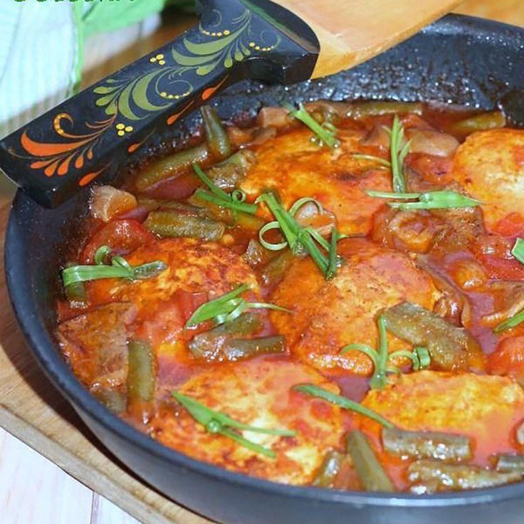 """""""Morbidelle"""" sunt niște pârjoale tradiționale italienești foarte gingașe, preparate din file de pui și înăbușite în sos de roșii cu ciuperci și mazăre verde. Aceste pârjoale sunt delicioase, foarte fine și suculente, perfecte pentru o cină ușoară. Simțiți gustul aromat al Italiei la dvs acasă! Echipa Bucătarul.tv vă dorește poftă bună alături de cei dragi! …"""