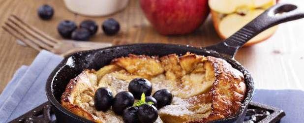 Non è del tutto un dolce e non è nemmeno una frittata tradizionale. La frittata di mele è un pasticcio, un goloso, invitante e profumato pasticcio. Si s