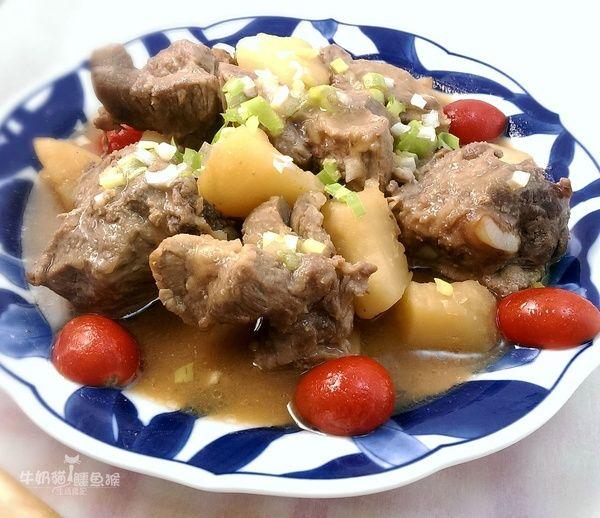 馬鈴薯味噌排骨【電鍋料理】食譜、作法 | 牛奶貓與鱷魚猴的多多開伙食譜分享