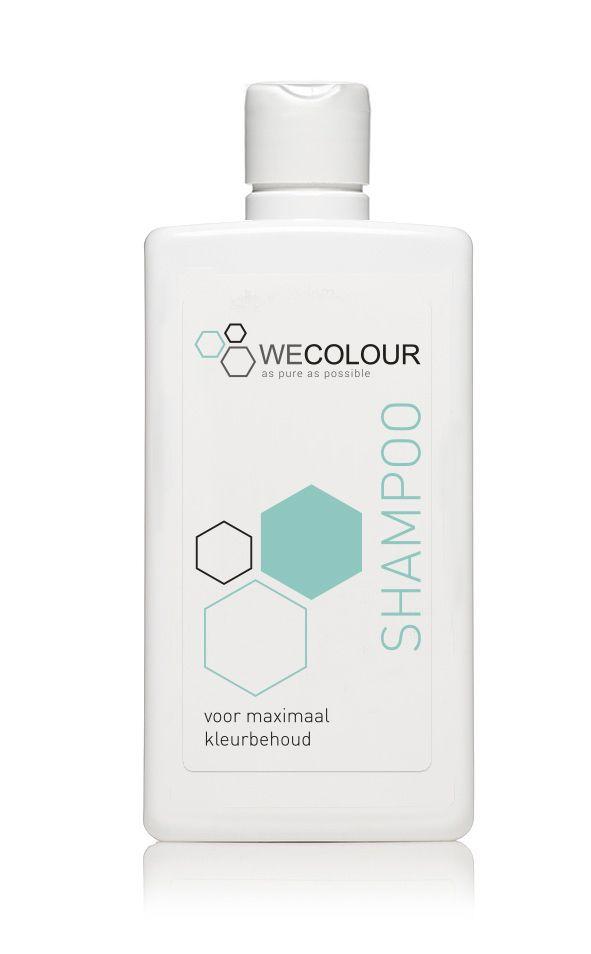 WECOLOUR heeft sinds kort ook zijn eigen shampoo! Deze shampoo houdt geverfd haar langer mooi en biedt een optimale verzorging. Net als de haarverf bevat de shampoo van WECOLOUR geen parabenen, SLS, siliconen en sulfaat.   De shampoo kost €14,50. Wil je de haarverzorging compleet maken met een conditioner? Dat kan! Nu samen voor €27,50.  #haarverzorging #shampoo #wecolour #zonderparabenen