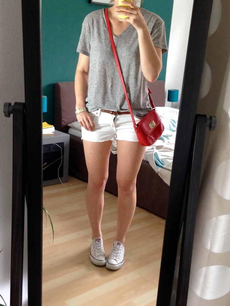 White Shorts Grey Shirt Outfit - Sommer Capsule Wardrobe 2015