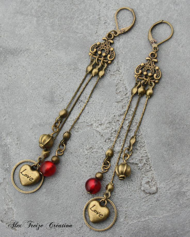 Boucles d'oreilles bronze intercalaire chandelier et pampille chaîne fine avec breloques coeur, perles métal et polaris rouge brillante