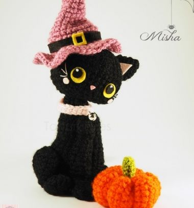 Amigurumi witch cat pattern (free crochet pattern) // Amigurumi boszorkány macska minta sapkával és mini tökkel // Mindy - craft tutorial collection // #crafts #DIY #craftTutorial #tutorial #HalloweenCrafts #Halloween #DIYHalloweenDecor #DIYHalloweenCostumes
