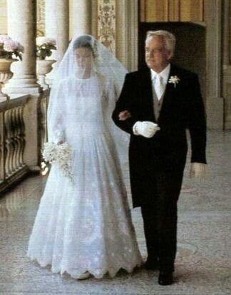 Princess Caroline wedding to Philip junot