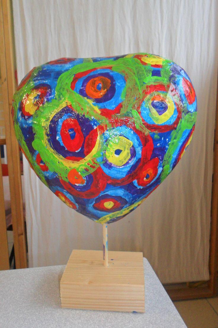 hartig kunstwerk van papiermaché (Marianne Vandewalle)