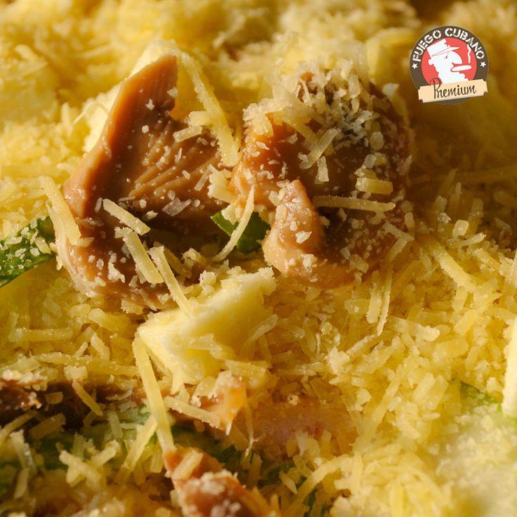 Una entrada recomendada para tu almuerzo de hoy, los #ChampiñonesALaCelia, el inicio perfecto para una deliciosa comida en #FuegoCubano. ¡Feliz jueves!