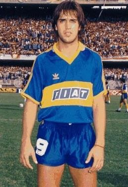 Gabriel Omar Batistuta.Campeón con la Selección Argentina de la Copa América Chile 1991,Copa FIFA Confederaciones Arabia Saudita 1992 y Copa América Ecuador 1993. Campeón con River Plate en Campeonato de Primera División 1989/90.