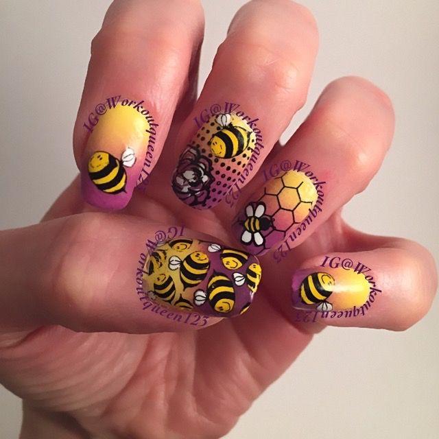 Bees polish used #chinaglaze X-Ta-Sea, #fingerpaints Frosty Lemonade #mundodeunas Black-2, #stampingplates used #moyoulondon Pro-06, #uberchicbeauty UC plate 5-01
