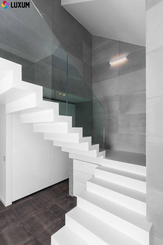 Beton architektoniczny we wnętrzu : Minimalistyczny korytarz, przedpokój i schody od LUXUM