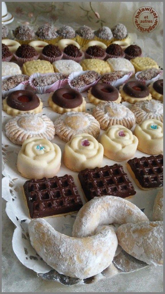 En ce jour béni, je souhaite à tous les musulmans un aid moubarak saïd ! Taqaballalhu minna wa minkoum Voici mon plateau de pâtisseries faites pour cette occasion. Les recettes de gauche à droite (cliquer sur les titres) : - sablés lunes aux cacahuètes...