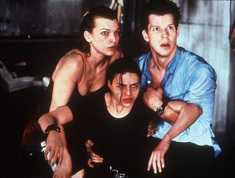 Milla Jovovich (Alice), Eric Mabius and Michelle Rodriguez in Resident Evil